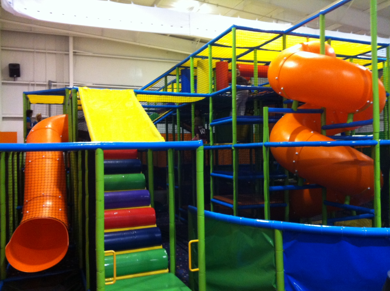 Indoor playcenters playgrounds and activities for kids in for Indoor play slide